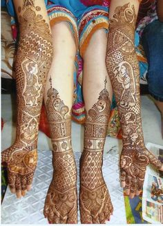 Mehndi is derived from the Sanskrit word mendhika. Mehndi Designs are also called as henna designs and henna tattoos.In Indian marriages there are so many things which are very important, in all mehndi also playing a great role in marriages. Rajasthani Mehndi Designs, Dulhan Mehndi Designs, Mehandi Designs, Henna Mehndi, Arte Mehndi, Leg Mehndi, Latest Bridal Mehndi Designs, Legs Mehndi Design, Mehndi Design Pictures