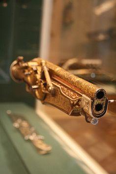 Wheellock Pistol of Emperor Charles VWood (cherry), steel, staghorn Ambrosius Gemlich (German, Munich and Landshut, active about 1520–1550) Peter Peck (German, Munich, 1510–1596) German (Munich)
