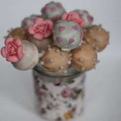 vintage cake pops, I wish my cake pops could look this cool! Beautiful great for a Tea Party or a afternoon snack or vivit with a good friend.  akt