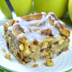 Caramel Apple Cinnamon Roll Lasagna is delicious combo of classic caramel apple pie and cinnamon rolls.Delicious dessert and easy breakfast casserole. Best Dessert Recipes, Fun Desserts, Delicious Desserts, Chocolate Dipped Fruit, Chocolate Desserts, Chocolate Lasagna, Tasty Video, Oatmeal Fudge Bars, Banana Split Dessert
