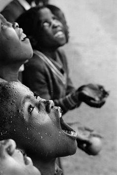 Chris Steele-Perkins South African children in rainstorm