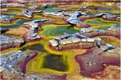 Site géothermal et volcanique situé au nord-est de l'Ethiopie, le Dallol est une…