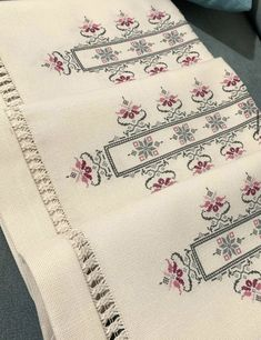 Cross Stitch Flowers, Cross Stitch Patterns, Addi Express, Bargello, Maxi Dress With Sleeves, Color Patterns, Hand Embroidery, Diy And Crafts, Quilts