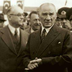 """Üzülme Arkanda Biz Varız Hatay sorununda Fransızların zorluk çıkardığı günlerdeydi. Atatürk, sofrasına çağırdığı Fransız Fevkalade Komiserine içini döküyordu. - Hatay işi, benim kişisel davamdır. Beni üzüyorsunuz. Korkarım ki, beni meseleyi başka türlü halletmek zorunda bırakacaksınız. Atatürk bu sözleri Türkçe olarak yüksek sesle söylüyor ve herkes dinliyordu. Hazır bulunanlardan Kazım Paşa da onun sözlerini Fransızca'ya çeviriyordu. Atatürk'ün """"Beni Üzüyorsunuz"""" sözü salona yansır yansımaz…"""