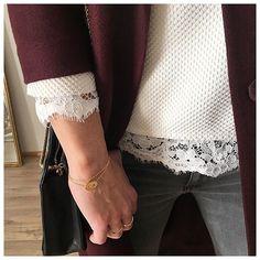 Aussitôt reçue aussitôt portée ☺️totalement amoureuse de cette veste ❤️ •veste @newlookfr •Top (old) @zara •dentelle @promod •jean @modecachecache •bijoux @blackwhite_loving •sac @sezane . . . #instadaily #instagood #ig #shopping #instagram #girl #life #lifestyle #blogger #blog #mood #fashion #fashionblogger #style #french #today #details #clothing #ootd #outfit #look #lookoftheday #instagrammers #outfitoftheday #ootdoftheday #mylookhome #bijoux #mylook #laboutiquedelili #zoom