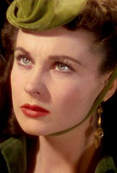 Vivien Leigh ~ Gone with the Wind, She was such a beauty. Golden Age Of Hollywood, Vintage Hollywood, Hollywood Glamour, Classic Hollywood, Vivien Leigh, British Actresses, Actors & Actresses, Hollywood Actresses, Tomorrow Is Another Day