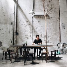 Sekeping Victoria- Coffee spot via: coffeeandpaper Pub Design, Coffee Shop Design, Loft Design, House Design, Cafe Interior Design, Industrial Interior Design, Industrial Interiors, Industrial Coffee Shop, Industrial Cafe