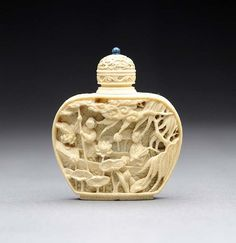 A Fine Carved Ivory Snuff Bottle Antique Perfume Bottles, Vintage Bottles, Small Bottles, Bottles And Jars, Le Morse, Bottle Box, Ivoire, Chinese Art, Asian Art