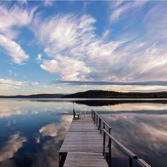 Who is waiting for the midnight sun? Are you planning to travel to Finland this summer? Photo by @kristinrepsher from Lake Menesjärvi #VisitFinland #OurFinland #tb