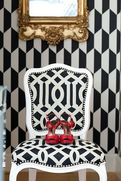 Gorgeous Geometric printed wallpaper and chair, I really like this pairing! It just works beautifully together. ❤