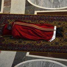 Papa Francesco il 3 aprile durante la celebrazione della Passione, il venerdì Santo