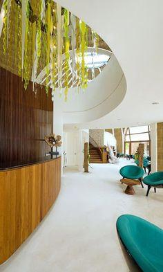 MARQ / imagen / Holiday Inn Resort Kandooma / Maldivas Kandooma Maldives, Resort Spa, Beautiful Places, Island, Cheat Sheets, Hospitality, Holiday, Shops, Romantic