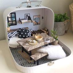La petite Lucciola réunit des meubles minuscules et des accessoires miniatures pour  #accessoires #lucciola #meubles #miniatures #minuscules #petite #reunit