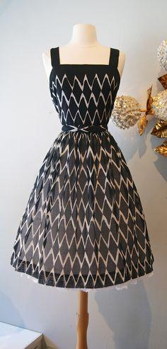 Vintage dress / 1950's dress xtabayvintage.com