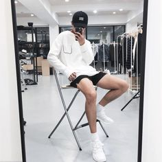 Moda casual shorts legs 61 New ideas Outfits Hombre, Trendy Outfits, Fashion Outfits, Korean Fashion Men, Tennis Fashion, Mens Clothing Styles, Ladies Dress Design, Minimalist Fashion, Streetwear