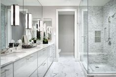 White Marble Bathrooms, Master Bathroom Vanity, Luxury Master Bathrooms, Modern Master Bathroom, Modern Bathroom Design, Bath Design, Bathroom Interior, Bathroom Ideas, Bath Ideas