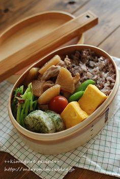 豚肉と大根の炒め煮 長芋の磯辺揚げ かぶの葉とじゃこのごま炒め 出汁巻き玉子 スナップエンドウ、ミニトマト 雑穀ごはん