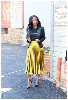 Metallic Skirt Outfit, Yellow Skirt Outfits, Yellow Pleated Skirt, Yellow Midi Dress, Casual Skirt Outfits, Chic Outfits, Fashion Outfits, Pleated Skirts, Casual Skirts