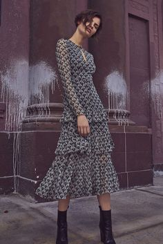 From sleek pantsuits, to romantic midi dresses, this Fall collection from contemporary fashion label Alexis is holding nothing back. Fall Dresses, Cute Dresses, Beautiful Dresses, Casual Dresses, Summer Dresses, Dressy Casual Outfits, Midi Dresses, Mode Outfits, Fall Outfits
