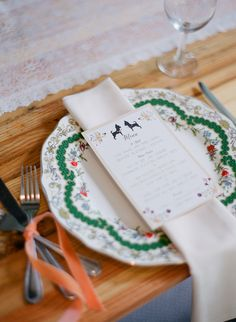 patterned plate place setting, photo by Hunter Photographic http://ruffledblog.com/chagrin-falls-wedding #weddingideas #placesetting