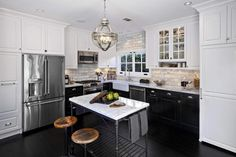 You know me. I do love a good kitchen. Just like this one by Jeff Trotter Design .      Save