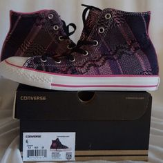 LISTING CONVERSE CHUCK TAYLOR HI DAHLIA SIZE 6 -BRAND NEW IN BOX  -SIZE: 6 -DESCRIPTION: HI-TOP SILHOUETTE; TEXTILE UPPER; RUBBER SOLE -COLOR: BLACK/DAHLIA PINK          ⭐RATED SELLER  FAST SHIPPER NEXT DAY SHIPPING  ❌NO TRADE ❌NO PAYPAL  ✅BUNDLE OFFER Converse Shoes Sneakers