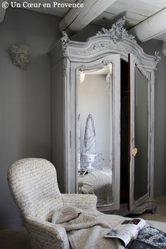 What a fantastic armoire-cute for a little girls room -I would have to have a separate room for it though, since it's obviously the entrance to Narnia