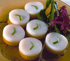 Heerlijke pudding met als basis kokosmelk genaamd Kue Talam. Zeer eenvoudig te maken en een afwisseling op de normale toetjes. Benodigdheden: - halve liter melk - 2 ons bruine basterdsuiker - 0.25 liter santen - 85 gram maizena - ¼ liter melk - 0.2 liter...