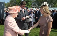 Katie Couric looked thrilled to meet Queen Elizabeth II at the first Buckingham Palace garden party of the summer in London on May Photo: © Lewis Whyld/Invision/AP Katie Couric, Lady Gaga 2009, Queens Garden Party, Buckingham Palace Garden Party, Star Wars, Barack And Michelle, Prince Phillip, Queen Of England, Iconic Photos