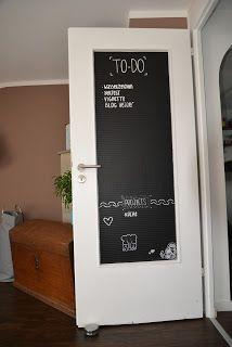 DIY Tutorial wie man eine Türe mit Glaseinsatz upcyclen und umgestalten kann. Wir benutzden dafür Tafelfolie.