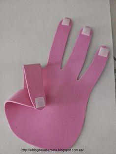 Debido a la gran cantidad de visitas que ha tenido la entrada de las manos de goma eva, os he preparado un tutorial. Para construir las manos, hay que imprimir el…