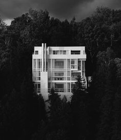 The Douglas House by Richard Meier (photographer unknown)