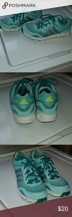 Womens Adidas Tennis Shoes Adidas Tennis Shoes, only worn a few times. Good condition, smoke free home. Adidas Shoes Athletic Shoes