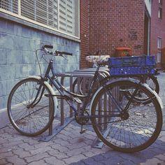 Tendremos que llevar  nuestras bicicletas a pie por las aceras para poder aparcarlas en las plazas publicas. #zaragozadestino