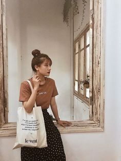 Discover recipes, home ideas, style inspiration and other ideas to try. Mode Outfits, Korean Outfits, Fashion Outfits, Simple Style, My Style, How To Pose, Cloth Bags, Simple Outfits, Aesthetic Clothes