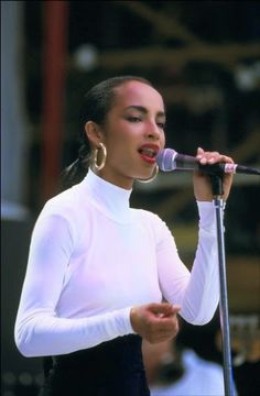Sade❤❤ Such a timeless beauty. Love listening to her music Music Icon, Soul Music, Her Music, Music Is Life, Sade Adu, Quiet Storm, Easy Listening, Marvin Gaye, Smooth Jazz
