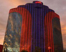 Rio All-Suite Hotel & Casino Rio All-Suite Hotel & Casino incluye un restaurante, bar junto a la piscina, bar o lounge y bar en la piscina. Servicio de habitaciones las 24 horas. http://lasvegasnespanol.com/en-las-vegas/rio-all-suite-hotel-casino/