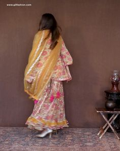 Party Wear Indian Dresses, Pakistani Fashion Party Wear, Designer Party Wear Dresses, Kurti Designs Party Wear, Dress Indian Style, Indian Fashion Dresses, Indian Designer Outfits, Beautiful Pakistani Dresses, Pakistani Dresses Casual