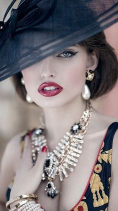 Red lips and cat eyes makeup will dress up any outfit. Adding a gorgeous hat will create a more dramatic look..