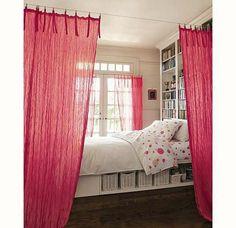 deco chambre ado fille avec rideaux rouges