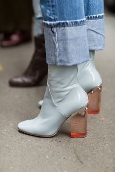 Swap your black ankle boots with a statement lucite heels pair instead for an on. - Swap your black ankle boots with a statement lucite heels pair instead for an on-trend look Informat - Mode Outfits, Grunge Outfits, Heels Outfits, Cute Shoes, Me Too Shoes, Winter Mode, Fall Winter, Autumn, Low Boots