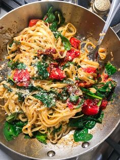 Spicy Tomato and Spinach Linguine - Tipp. - Spicy Tomato and Spinach Linguine - Spicy Recipes, Veggie Recipes, Cooking Recipes, Healthy Recipes, Recipes Dinner, Vegetarian Italian Recipes, Summer Pasta Recipes, Vegetarian Pasta Recipes, Easy Recipes