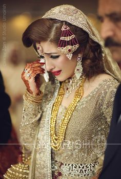 Here are latest and trendy Bridal Barat dresses ideas and Colors for dulhans. These will help you design a perfect wedding dress for your Barat. Bridal Poses, Bridal Photoshoot, Pakistani Bridal Dresses, Bridal Lehenga, Pakistani Suits, Wedding Dresses, Beautiful Girl Indian, Beautiful Bride, Dulhan Dress