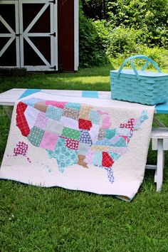 State Map Quilt Tutorial | Create a patriotic quilt with this super fun and easy quilting tutorial!