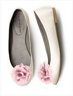 Flower shoes clips! Love!  https://www.thebridelink.com/vendor/the-dessy-group/photos