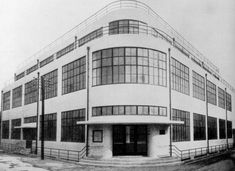 Postoffice in Osaka (Yoshida Tesuro 1931) / Foto: Bigjap (Wikimedia Commons)