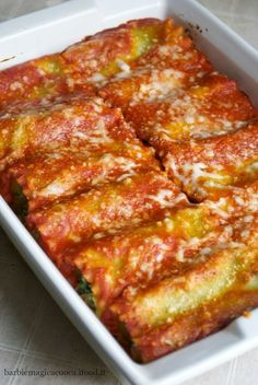 Rotolini di lasagne con ricotta e spinaci ✫♦๏☘‿TU Oct ✤ ❀‿❀ ✫❁`💖~⊱ 🌹🌸🌹 ⊰✿⊱ ❥༺✿༻♛༺ ♡~♥⛩ ⚘☮️❋ Dinner Recipes For Kids, Lunch Recipes, Pasta Recipes, Cooking Recipes, Italian Dishes, Italian Recipes, Italian Cooking, Italian Food Restaurant, Vegetarian