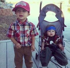 Forrest Gump and leutenant Dan. BEST HALLOWEEN COSTUME EVER!!!!!!!!!!!!!