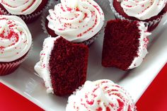 Create a heavenly party dessert with the red velvet cake and cupcakes recipe from Pink Frosting Parties. Red Velvet Cake Rezept, Cupcakes Red Velvet, Purple Cupcakes, Food Cakes, Cupcake Recipes, Cupcake Cakes, Cupcake Party, Beet Cake, Christmas Cupcakes