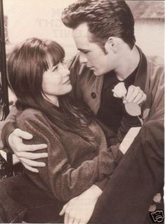 Shannen Doherty & Luke Perry played Brenda Walsh & Dylan McKay in Beverly Hills 90210 Love Movie, Movie Tv, Luke Perry 90210, Jennie Garth, Shannen Doherty, Beverly Hills 90210, Nostalgia, Tv Couples, Famous Couples
